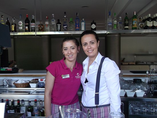 FERGUS Bermudas: The best bar staff ever - friendly and quick service.