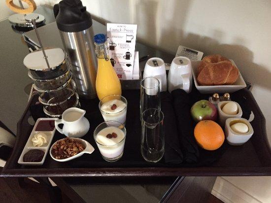 Sterling Inn & Spa: OJ, French press coffee, yoghurt & granola, croissants, hard-boiled eggs, fruit