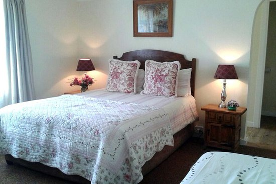 Van Reenen, Südafrika: Family Hotel Room, queen bed, 1 single, en-suite, air-con , heating & electric blankets