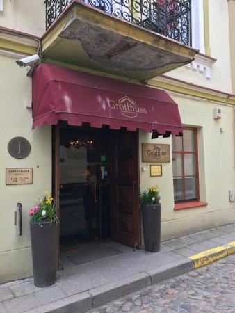 Grotthuss Hotel: вход с улицы