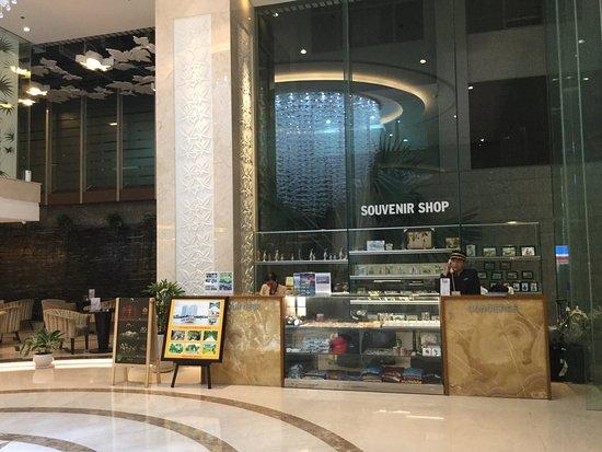 EdenStar Saigon Hotel: Shop in the lobby
