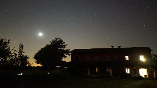 Felizzano, Italien: Moon over Cascina Gatta