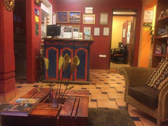 La Casa Sol Bed and Breakfast: Rezeption / Leseecke