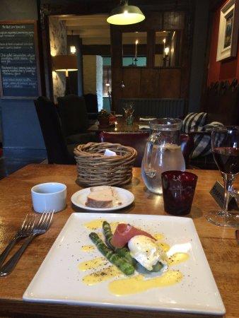 Long Compton, UK: Special: asparagus, prosciutto, poached egg, hollandaise