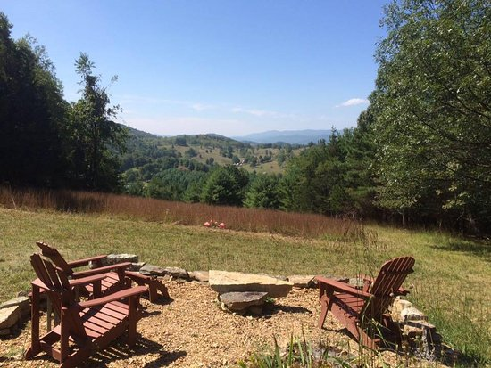 Franklin, Virginia Occidental: Our favorite view from our top of the mountain patio - you can see into Virginia from here!