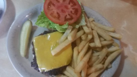 Front Royal, VA: Cheesburger und Fritten
