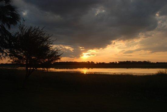 Thamalakane River Lodge : Sonnenuntergang am Thamalakane River - Terrassenaussicht