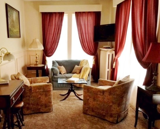 Rosewood Inn: The Parlor Suite has just been redecorated. Here's a peek at the sitting room.