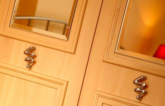Atholl Brae Royal Mile: Bedroom detail