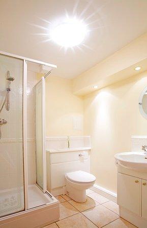Atholl Brae Royal Mile: En-suite shower room
