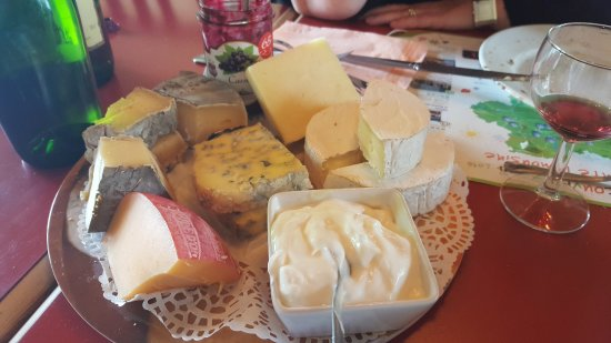 Usseau, Francia: Typical Cheese course
