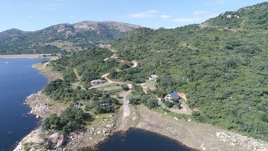 Piggs Peak, Swaziland: Campsite and cottages at Maguga Lodge