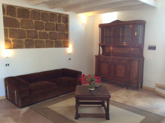 Soggiorno con divano letto - Foto di Hotel Borgo Cacciatori ...