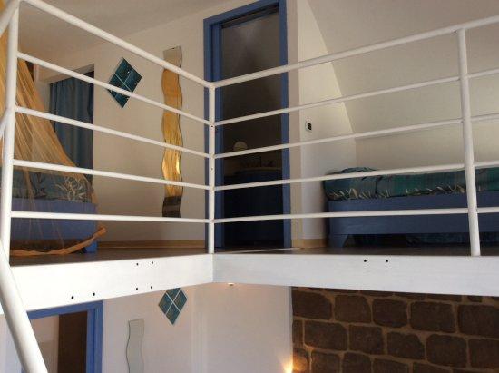 Camera con soppalco - Picture of Hotel Borgo Cacciatori, Ventotene ...
