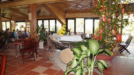 White Sand Doclet Resort & Spa : хол ресторана