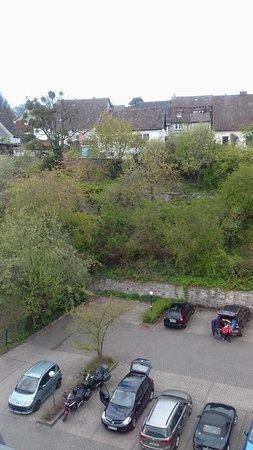 Stadtoldendorf, Deutschland: Blick von Zi. 406 auf den Parkplatz Richtung Altstadt