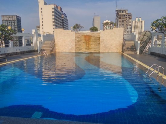 Zenith Sukhumvit Hotel Bangkok: Sky Pool at 19 floor