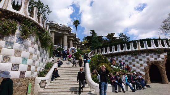 how to get to park guell