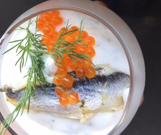 Mouguerre, France : (tapas) (tapas) verrine d'anchois marinés crème a la citronnelle, ouefs de lompes