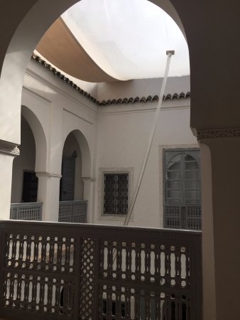 Riad Chi-Chi: Plastic sheet covering the Couryard. You will love the fresh air when you step outside the riad