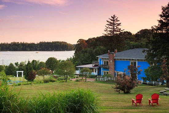 Whispering Pines Bed and Breakfast: Lake views from the grounds of Whispering Pines.