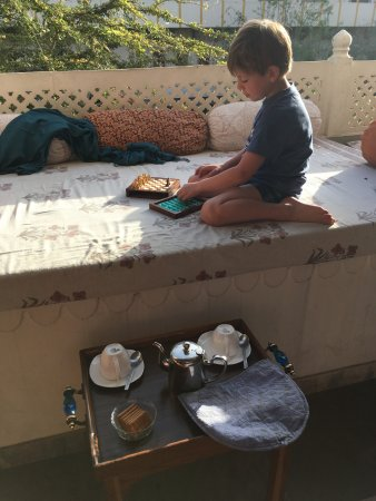 Dera Mandawa: Tea and sunrise chess.