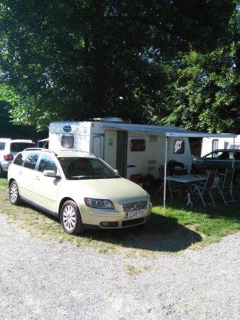 Camping am Möslepark: partcela con mucha sombra, y eso que nuestra caravana era de 7 metros