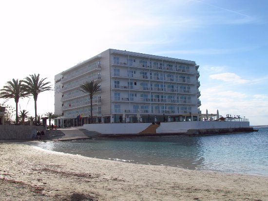 Universal Hotel Marques : Just sitting at the edge of Mediterranean sea! :)