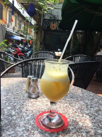 Puku Cafe and Sports Bar: Friendly staff, location great, good service, good food. I took a fresh pineapple juice (amazing
