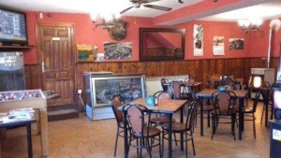 Cuevas de San Clemente, España: sala del bar, dentro hay restaurante