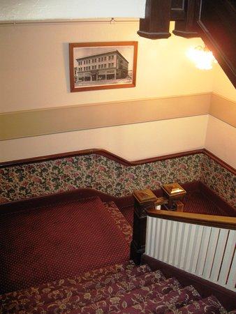 Hotel Arcata : Main Stairway