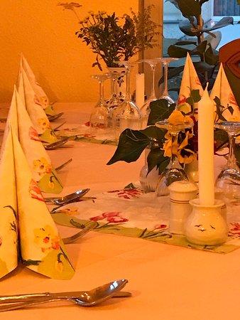 Lindow, Germany: Tisch innen