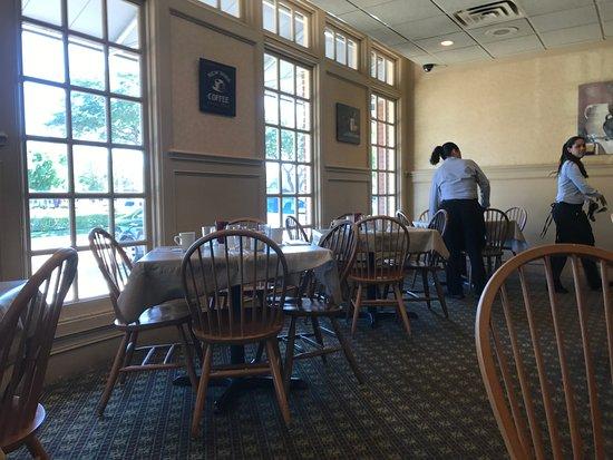 Awe Inspiring Front Window Seats Picture Of Benedicts Restaurant Creativecarmelina Interior Chair Design Creativecarmelinacom