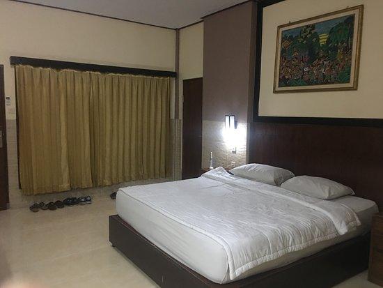 Suriwathi Beach Hotel Picture