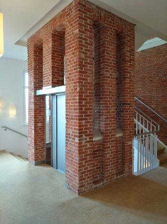 Der Moderne Aufzug Im Treppenhaus Bild Von Navigare Nsbhotel