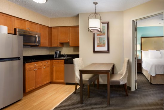 Homewood Suites by Hilton Houston - Westchase: Homewood Suites Houston Westchase, King Bedroom Suite Kitchen