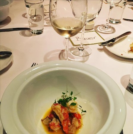 Restaurant Eve : Lobster with asparagus and smoked bacon, paired with Linden Vineyards Chardonnay (Virginia)