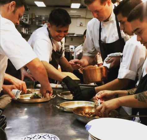 Restaurant Eve : Prep in the kitchen - a well-run operation!