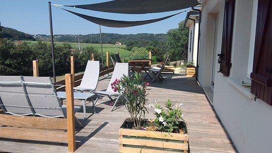 Berbiguieres, France: Terrasse privative de la chambre familiale