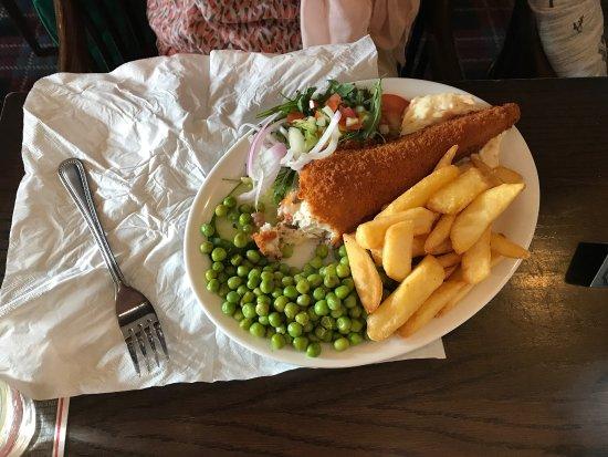 Garelochhead, UK : Gezellig en sfeervolle lokale pub.  Een vergelijkbare pub zoals uit het stripboek Kuifje en de z