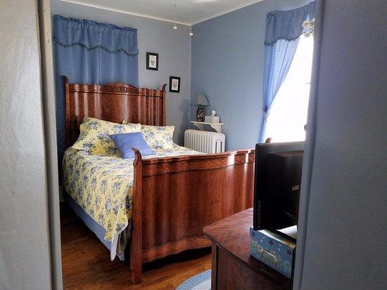 Old Clark Inn: Standard Room w/Private Bath