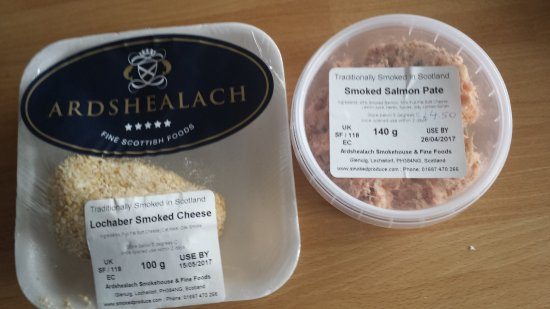 Glenuig, UK: Delicious smoked salmon pate and Lochaber smoked cheese