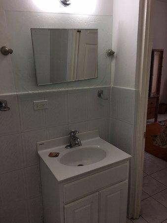 El Cielo: Hibiscus' Private Bathroom - 1st floor