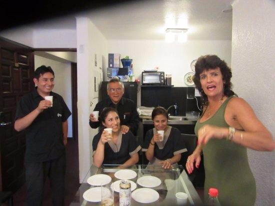 El Condado Miraflores Hotel & Suites: eu e os funcionários do hotel