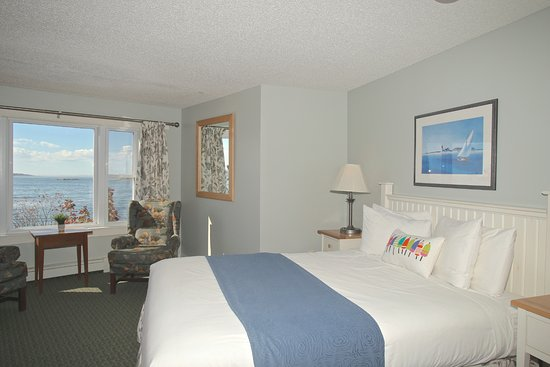 Sebasco Harbor Resort : Lighthouse King Room