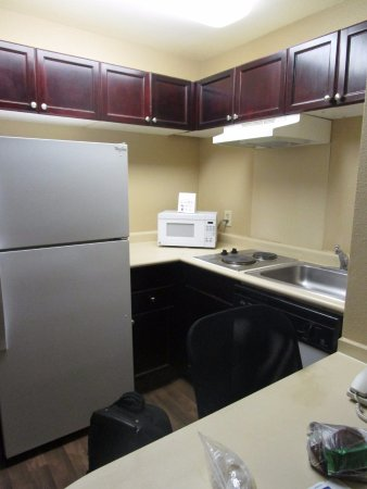 Extended Stay America - Houston - Med. Ctr. - NRG Park - Braeswood Blvd: Kitchen in our Extended Stay room