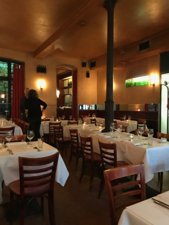 Cox: restaurant room