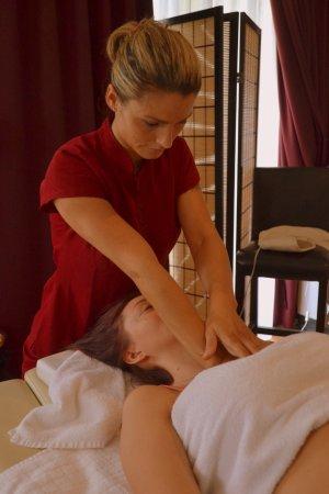 Woluwe-St-Pierre, Bélgica: Massage sportif sur table avec de huile chaude, la table est chaude