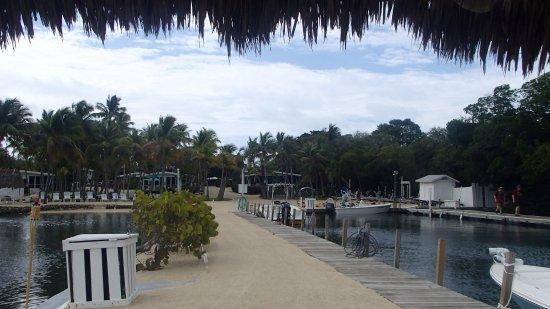 Kon-Tiki Resort: Facing the resort from dock