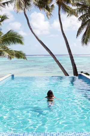 Little Polynesian Resort: Luxurious salt-water infinity pool